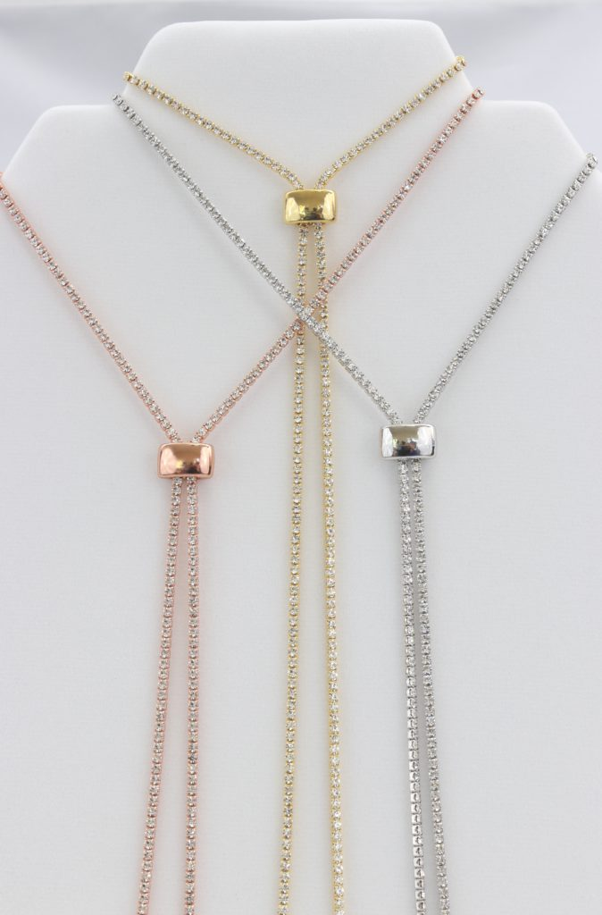 Box-snake chain necklace with inlaid synthetic diamonds