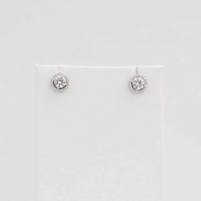 Simulated diamond (Cubic Zirconia Diamond-quality Grade 5 ) stud earring (9mm)