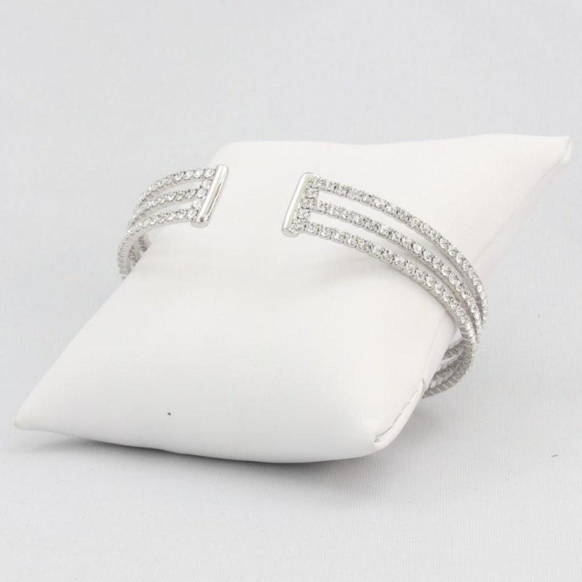 Slinky triple box-snake chain bracelet with inlaid diamond-like cubic zirconia stones