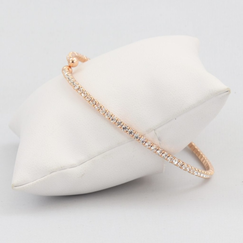 Small springy box-snake chain bracelet with inlaid synthetic diamonds