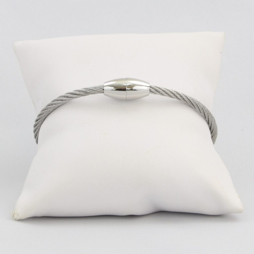 Twisted cable cuff bracelet with magnetic clasp