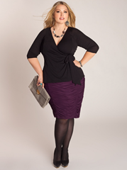Plus size women should avoid baggy skirts. Opt for a knee-length with a bit of stretch instead.