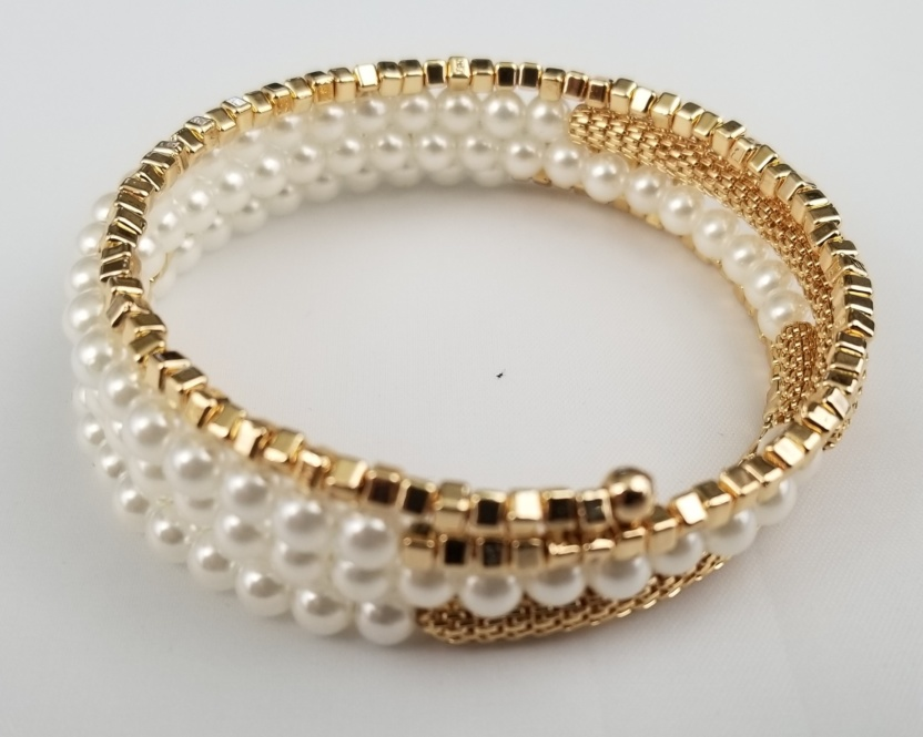 Faux pearl and golden beaded and box chain bracelet