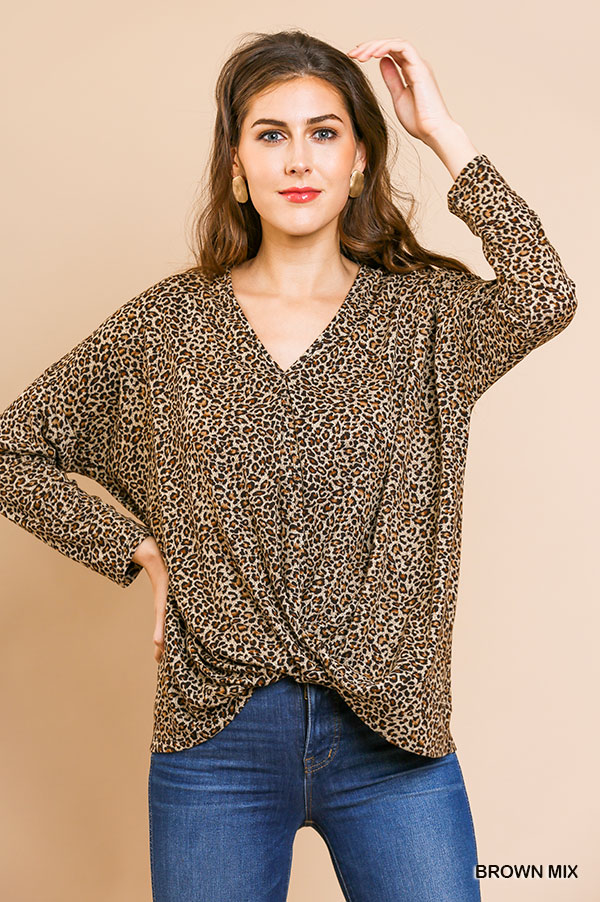 Long sleeve animal-print V-Neck top front gathering close
