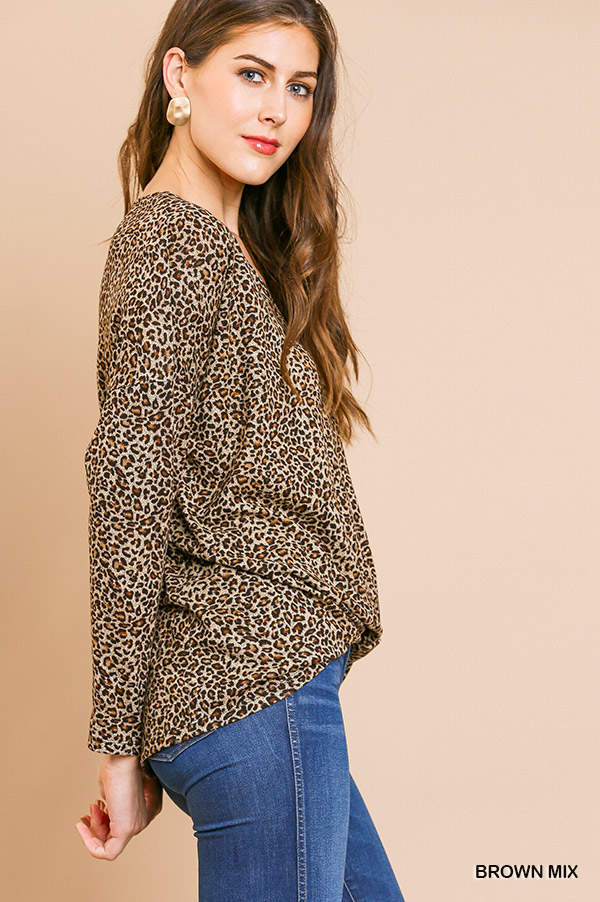 Long sleeve animal-print V-Neck top front gathering side