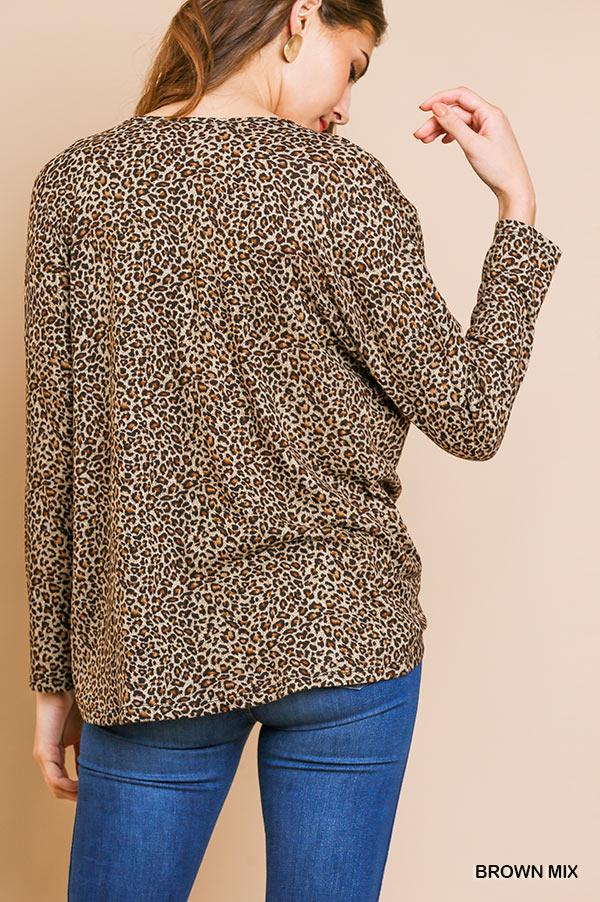 Long sleeve animal-print V-Neck top front gathering