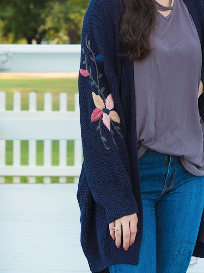 Thick knit cardigan with embroidered flower sleeves navy close