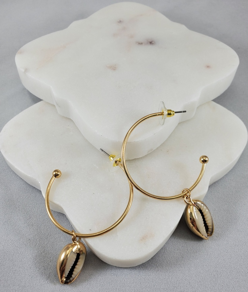 Kenze Panne Half Loop Seashell Gold Earring
