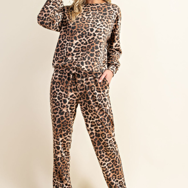 Comfortable Leopard Print Long Sleeve Sweatshirt and Pants Loungewear full
