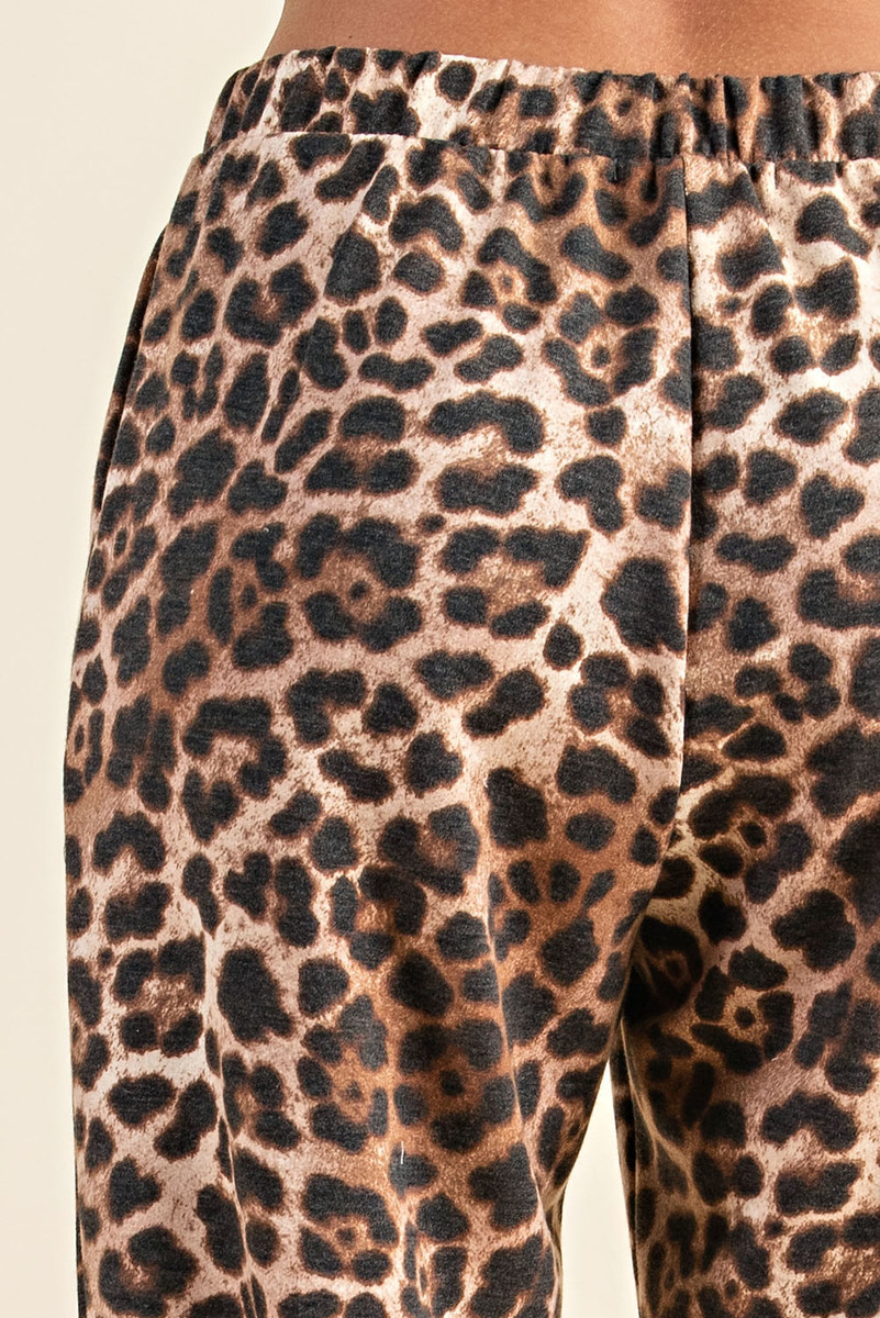Comfortable Leopard Print Long Sleeve Sweatshirt and Pants Loungewear pant close