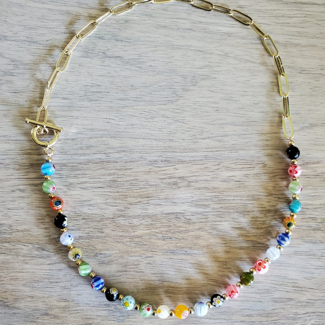Color beaded necklace